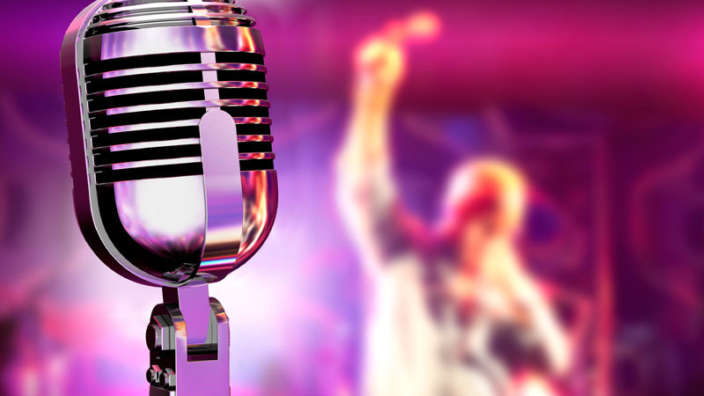 Microphone-Stage-Setting-Crowd