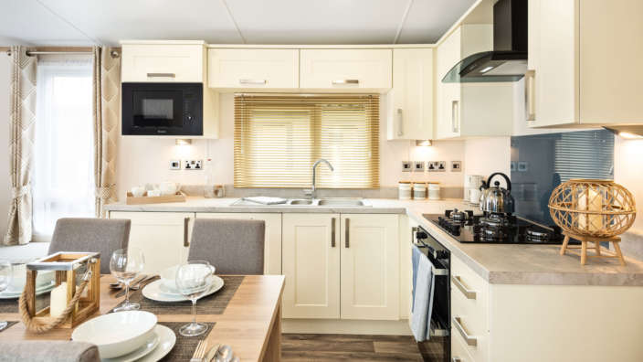 Sunseeker-Supreme-dining-area-and-kitchen