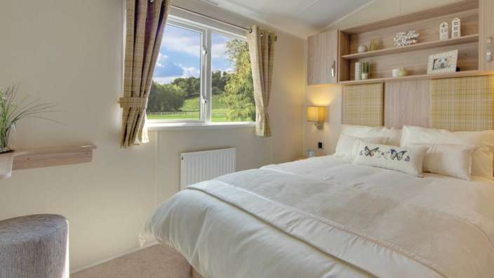 5 Willerby Rio Premier Master Bedroom