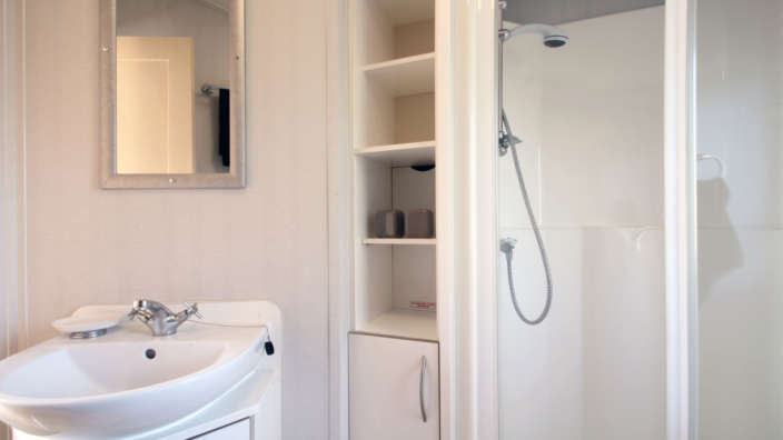 Willerby-rio-forest-edge-bathroom-with-shower