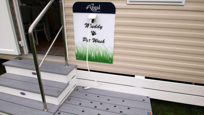 Regal-Barkley-caravan-outdoor-dog-shower