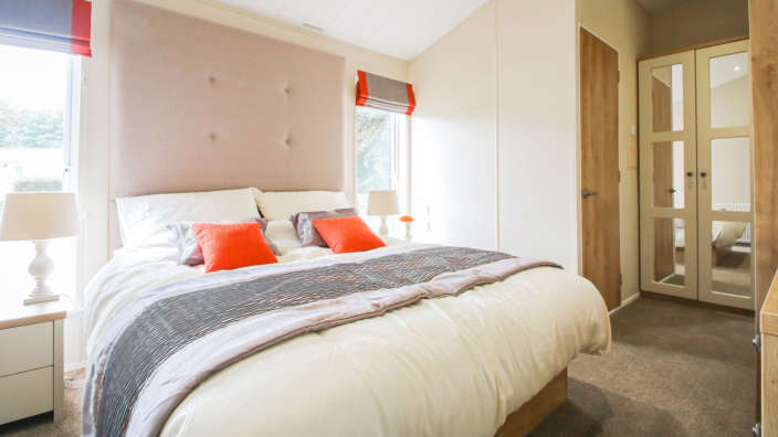 5.Willerby-Portland-Master-Bedroom