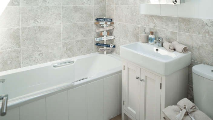 Prestige-Oyster-Catcher-Bathroom