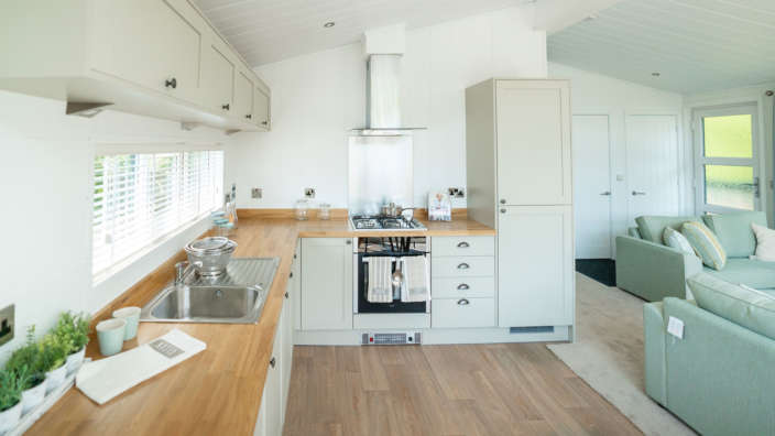 Prestige-Oyster-Catcher-master-kitchen