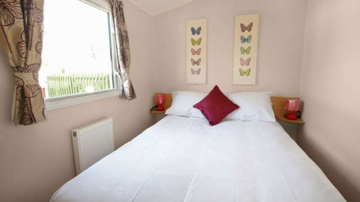 Willerby-aurora-oakdene-forest-park-master-bedroom