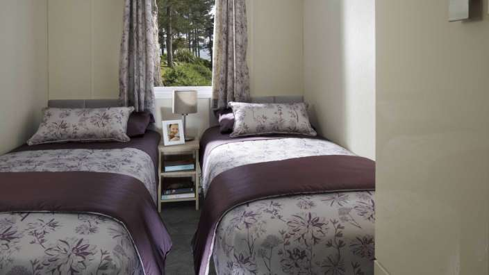 6.Regal-Harlington-Twin-Bedroom