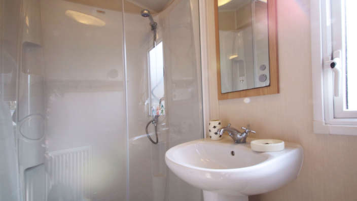 Willerby-aurora-oakdene-forest-park-bathroom
