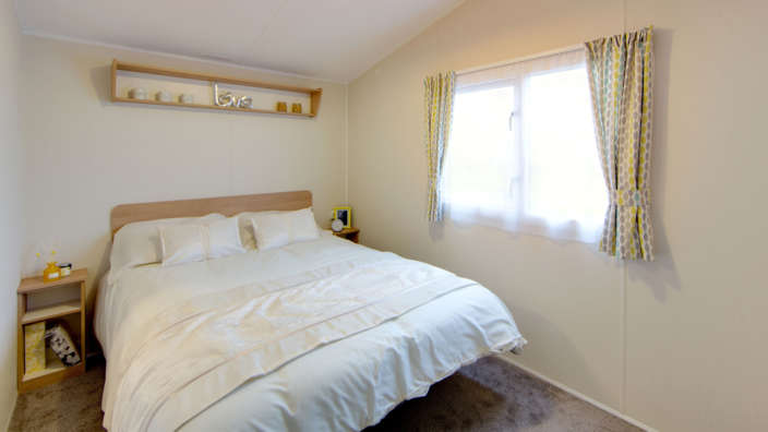 4.Willerby-Martin-Master-Bedroom