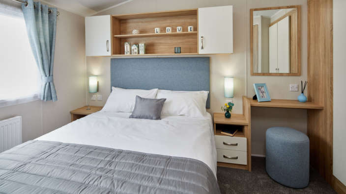 Willerby-Sierra-holiday-home-master-bedroom