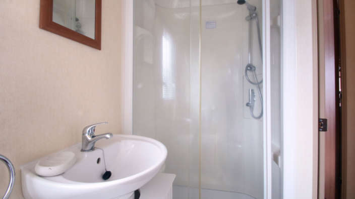 Preowned-St-David-Caravan-bathroom