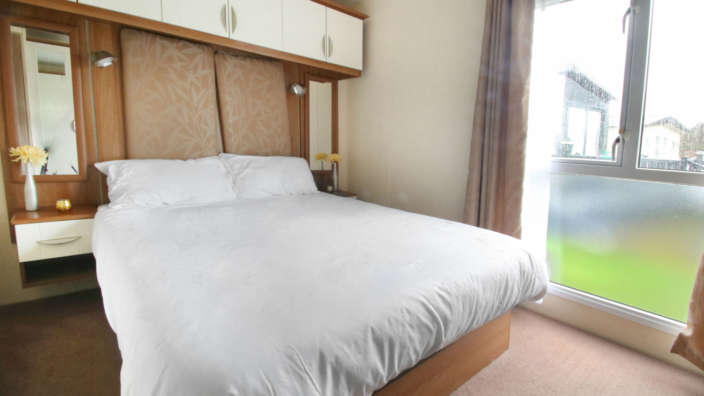 Preowned-St-David-Caravan-bedroom
