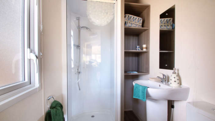 Atlas-Moonstone-preowned-caravan-bathroom