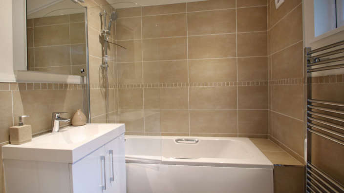 Centre-Lounge-Prestige-Bowmoor-Bathroom