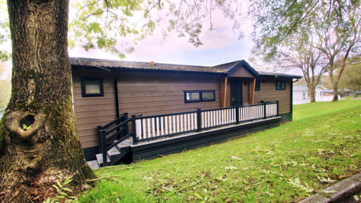 Centre-Lounge-Prestige-Bowmoor-Lodge-Exterior