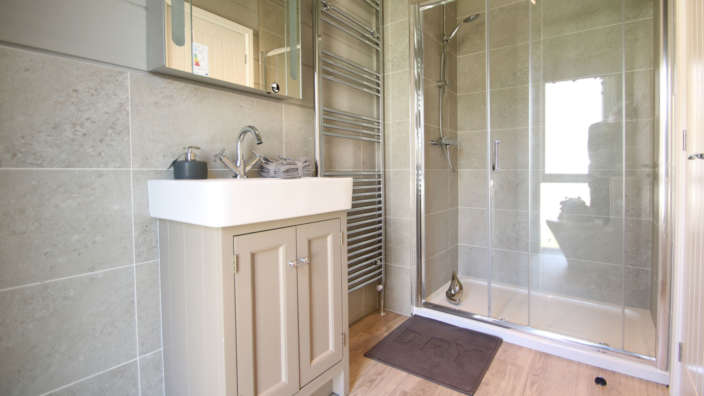 Preowned-Prestige-Glasshouse-bathroom