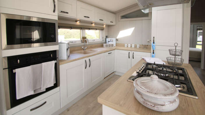 Preowned-Prestige-Glasshouse-kitchen