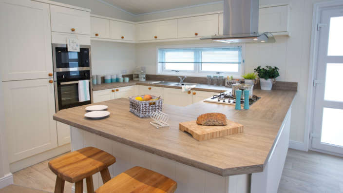 Navigator-Colonial-Lodge-Dining-Shorefield-Country-Park