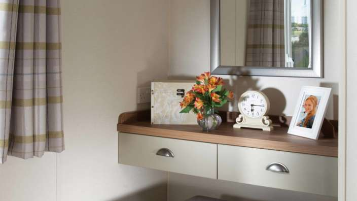 6.Regal-Somerton-Dressing-Table