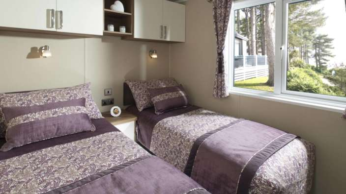 7.Regal-Symphony-Twin-Bedroom