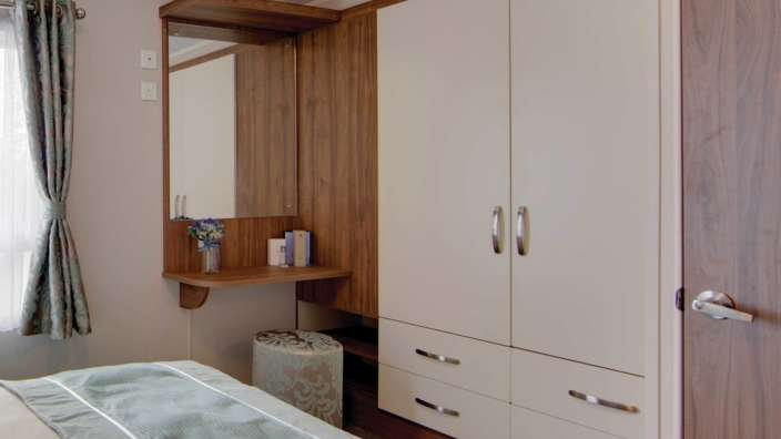 7 Willerby Avonmore Master Bedroom Storage