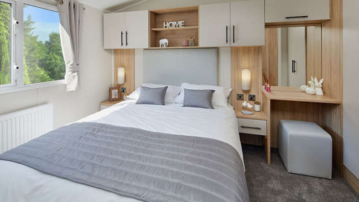 4.Willerby-Manor-Master-Bedroom
