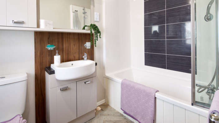 2 Willerby Sheraton Family Bathroom
