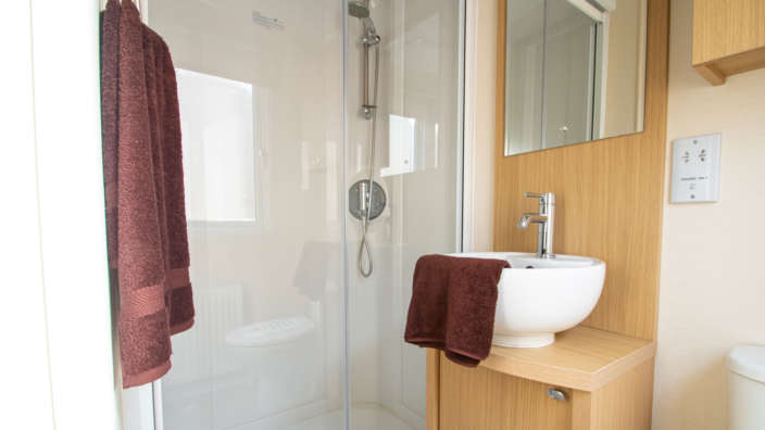 8.regal-windsor-bathroom