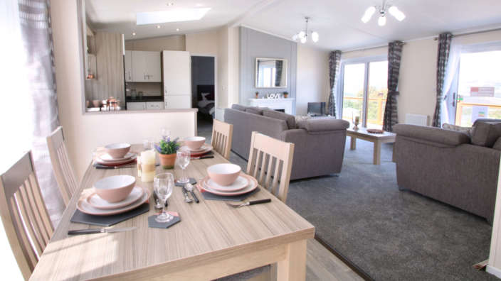 Victory-Parkiew-lodge-dining-area-Swanage