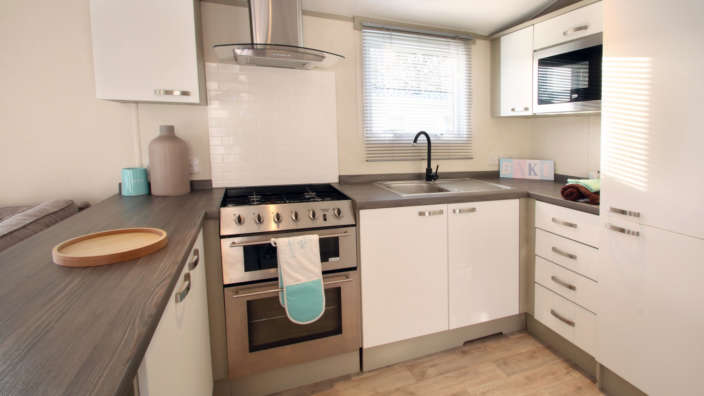 Atlas-Chrous-preowned-caravan-kitchen