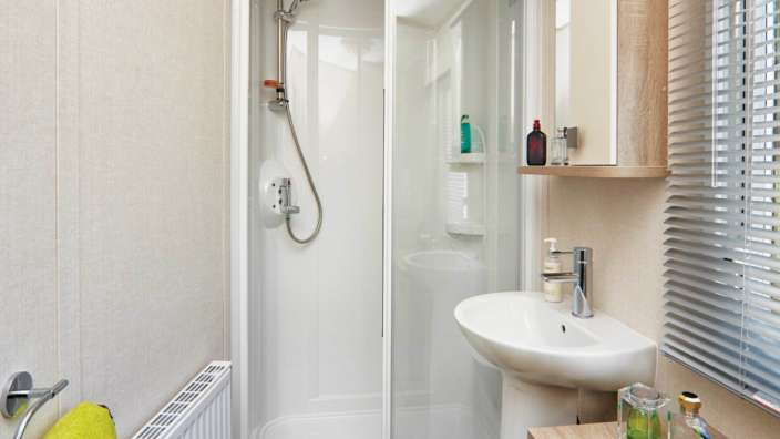 8 Carnaby Oakdale Shower
