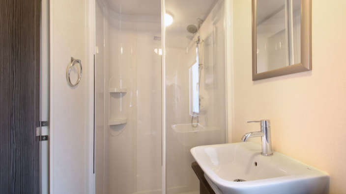 Regal-Somerton-wilksworth-caravan-park-bathroom