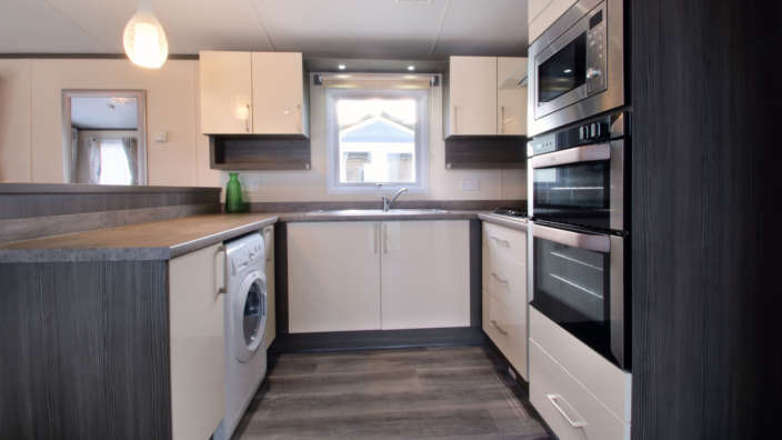 Regal-Somerton-wilksworth-caravan-park-kitchen