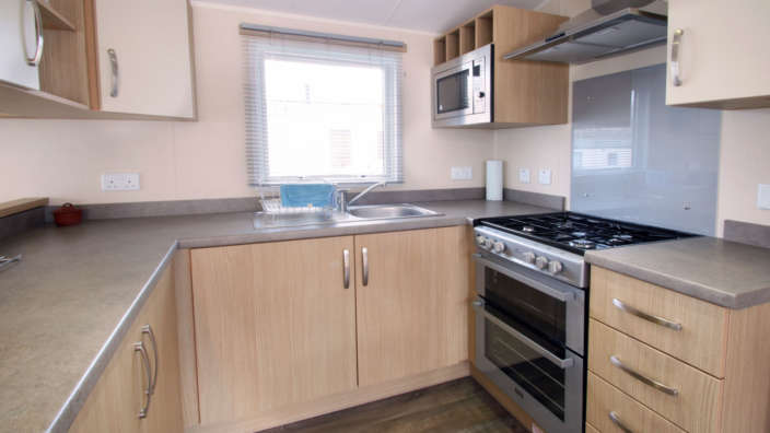Willerby-Brockenhurst-Preowned-caravan-kitchen-wilksworth-caravan-park