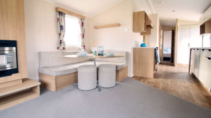 Willerby-vacation-preowned-caravan-dining-wilksworth-caravan-park