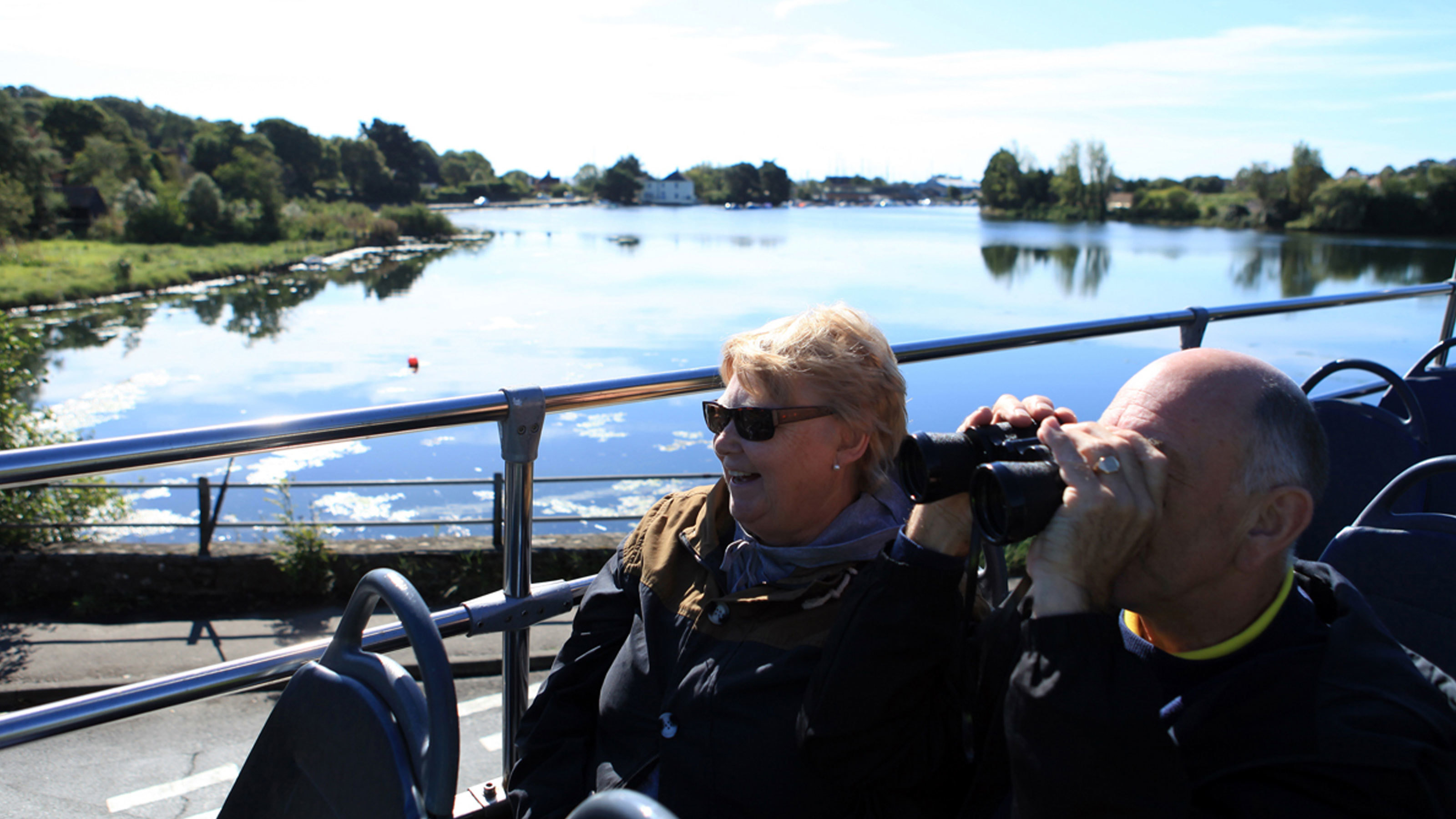 Couple-on-open-top-bus-tour-through-the-New-Forest