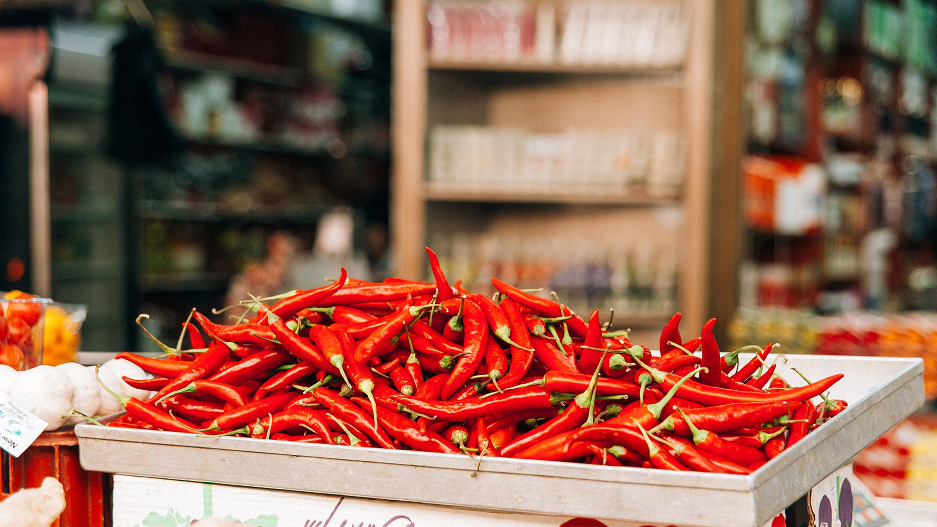 Pile-of-chill-peppers-on-a-stand