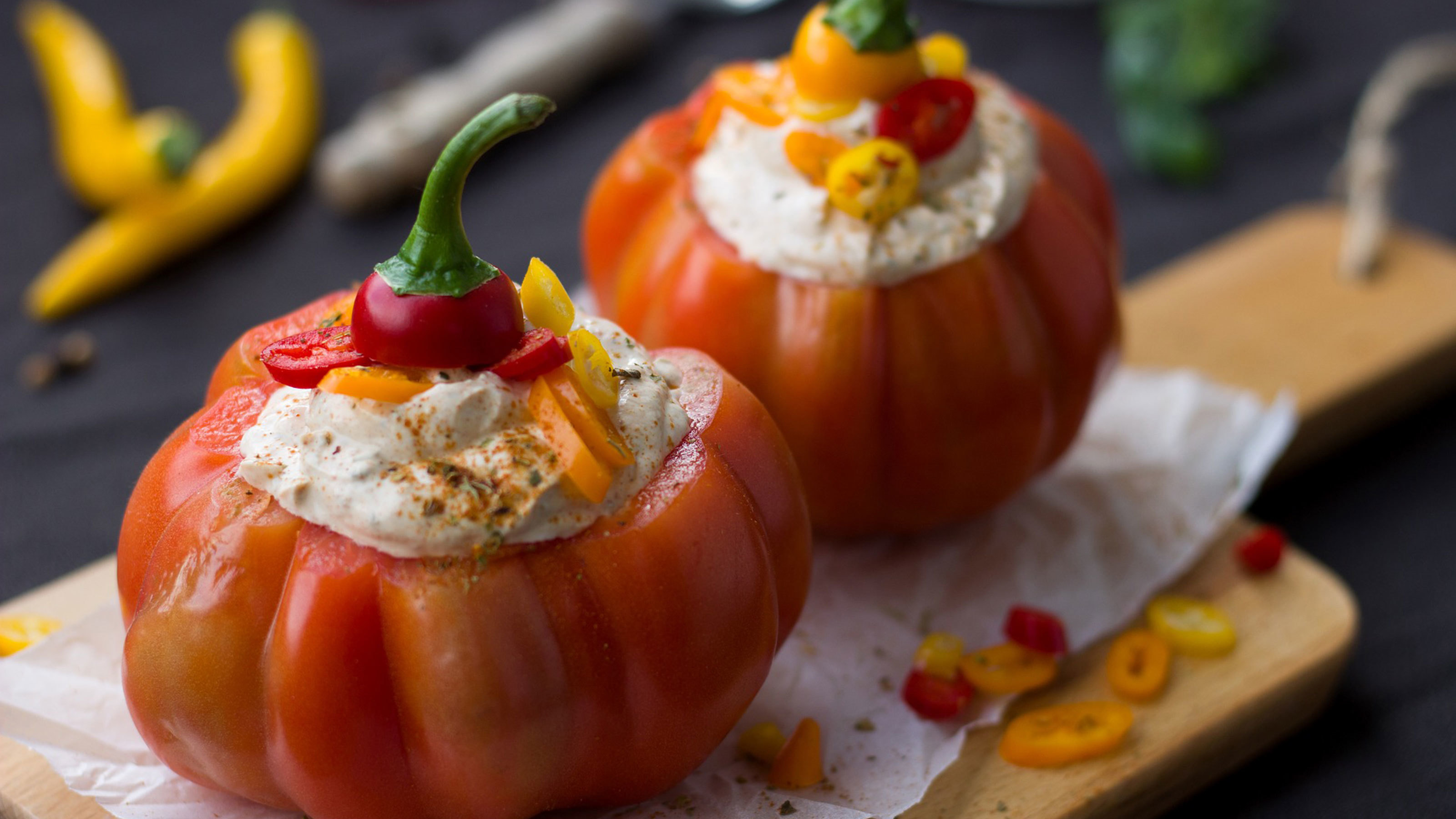 Pepper-stuffed-with-cheese-and-chilli