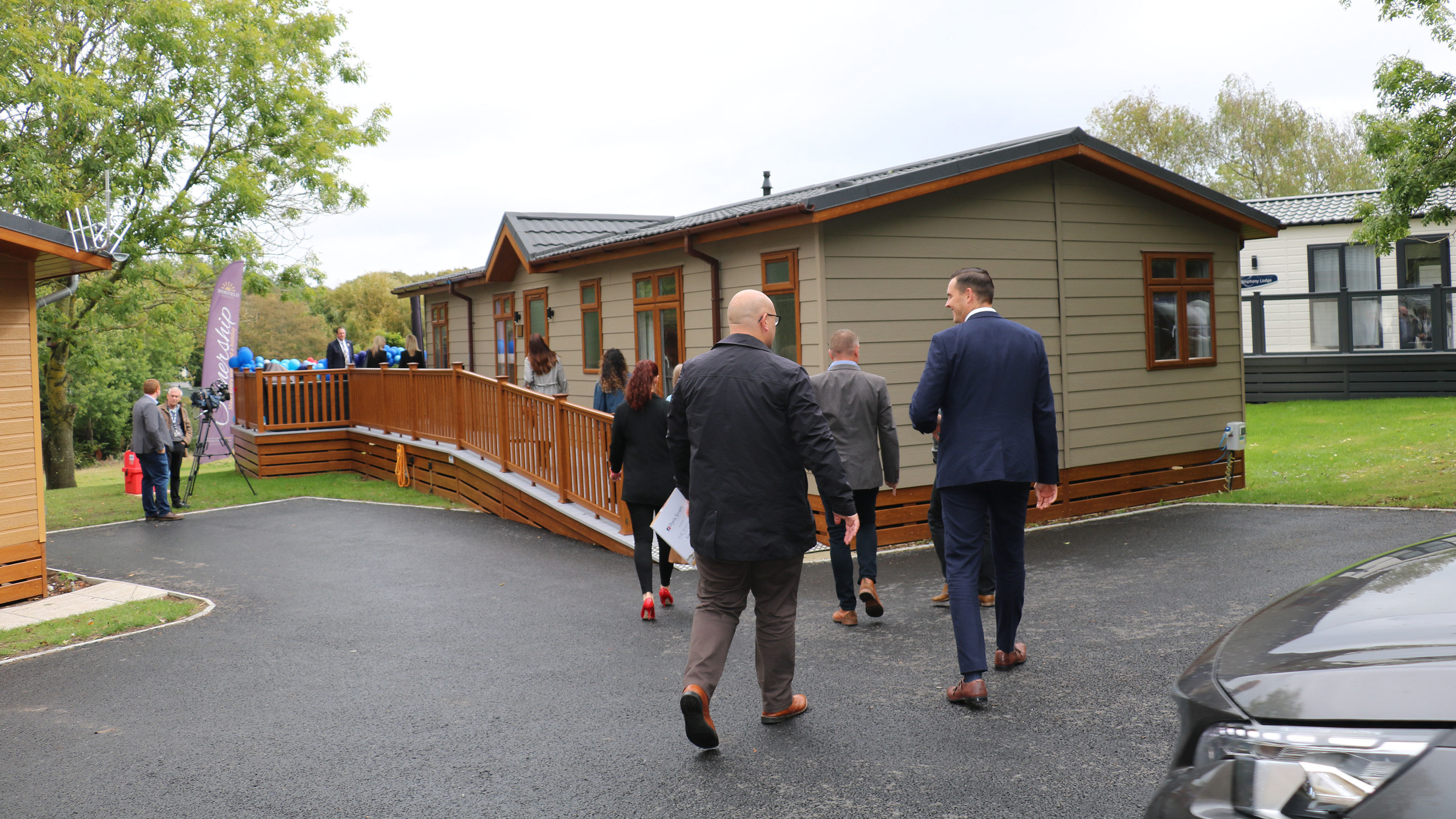 Guests-arriving-at-The-Knights-Foundation-Lodge-at-Shorefield-Country-Park