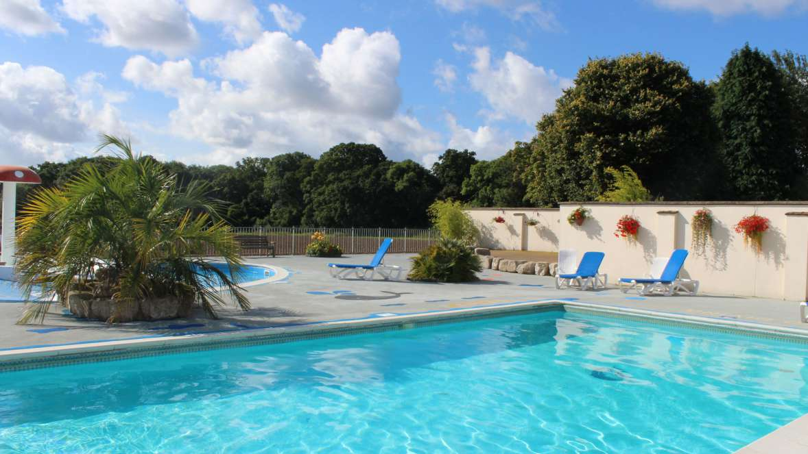 Wilksworth Outdoor Swimming Pool