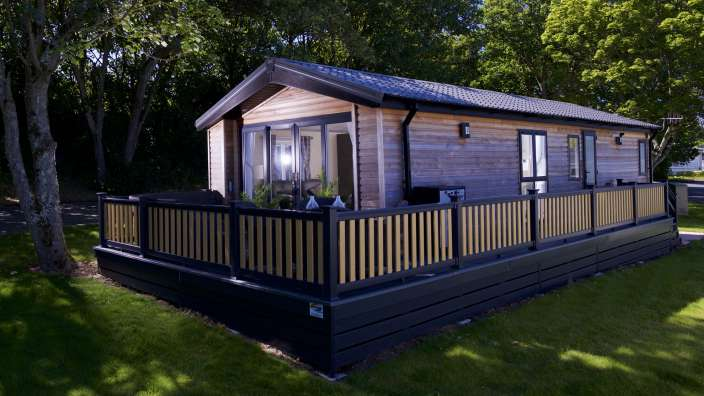 4 Lodge Pitch Trees Decking