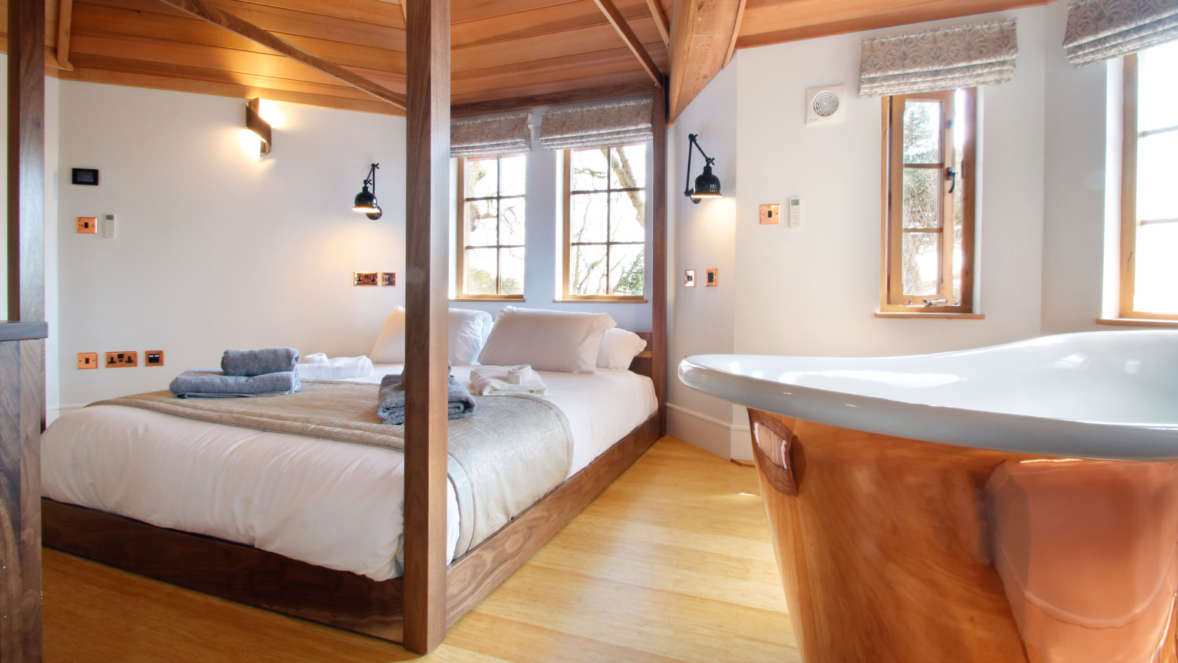 Coppertree house master bedroom with copper bath treehouse accommodation