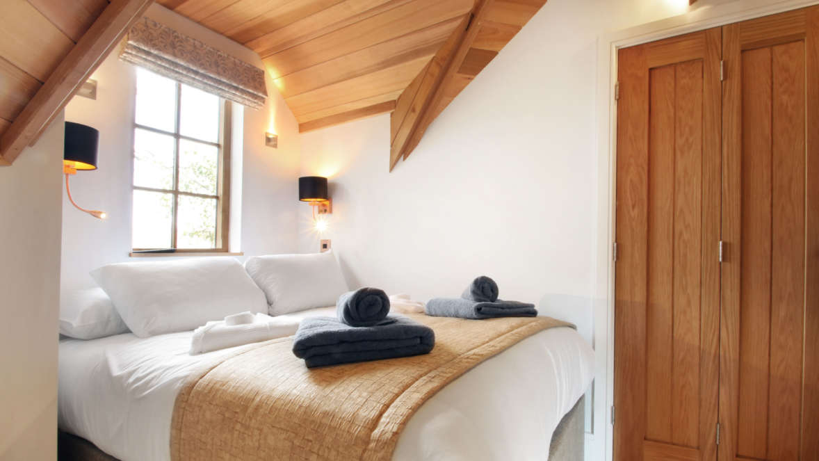 Coppertree house sleeps six treehouse accommodation in the New Forest