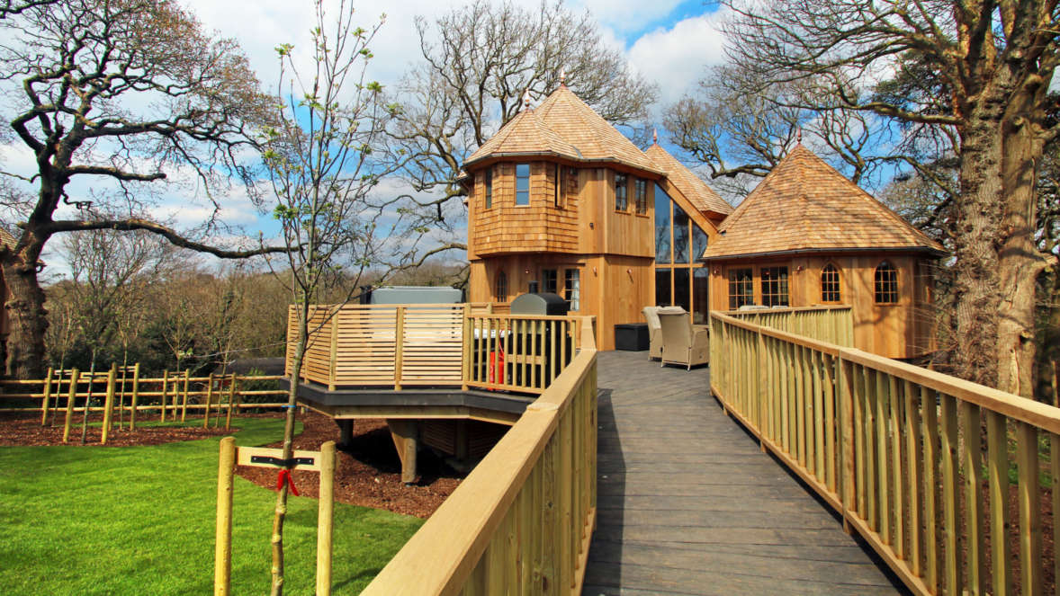 Coppertree house treehouse accommodation in the New Forest Shorefield Holidays