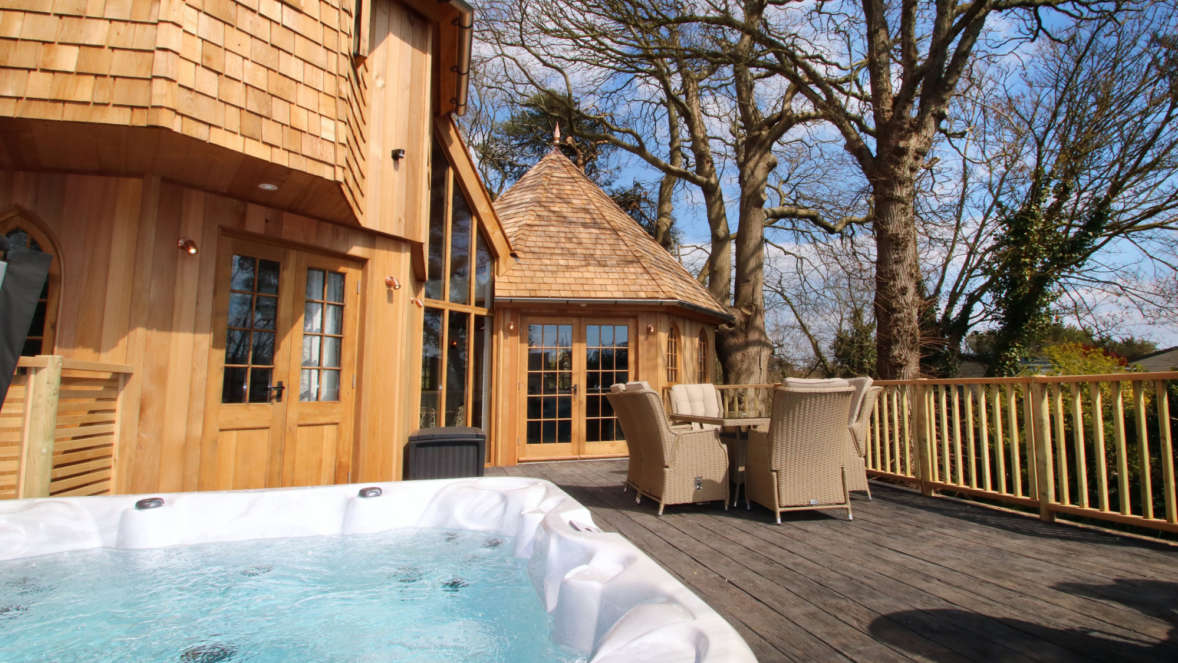 Coppertree house with hot tub treehouse in the New Forest with Shorefield Holidays
