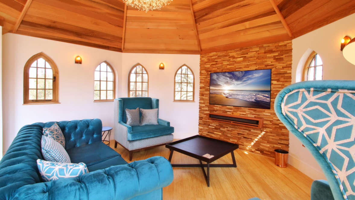 Treehouse accommodation lounge area in Coppertree House in the New Forest