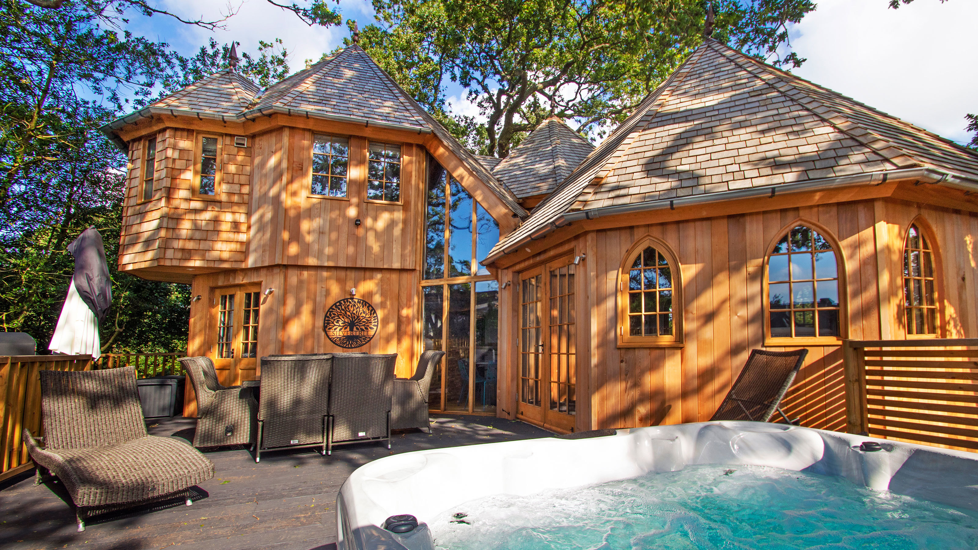 Silvertree House luxury treehouse with hot tub in the New Forest