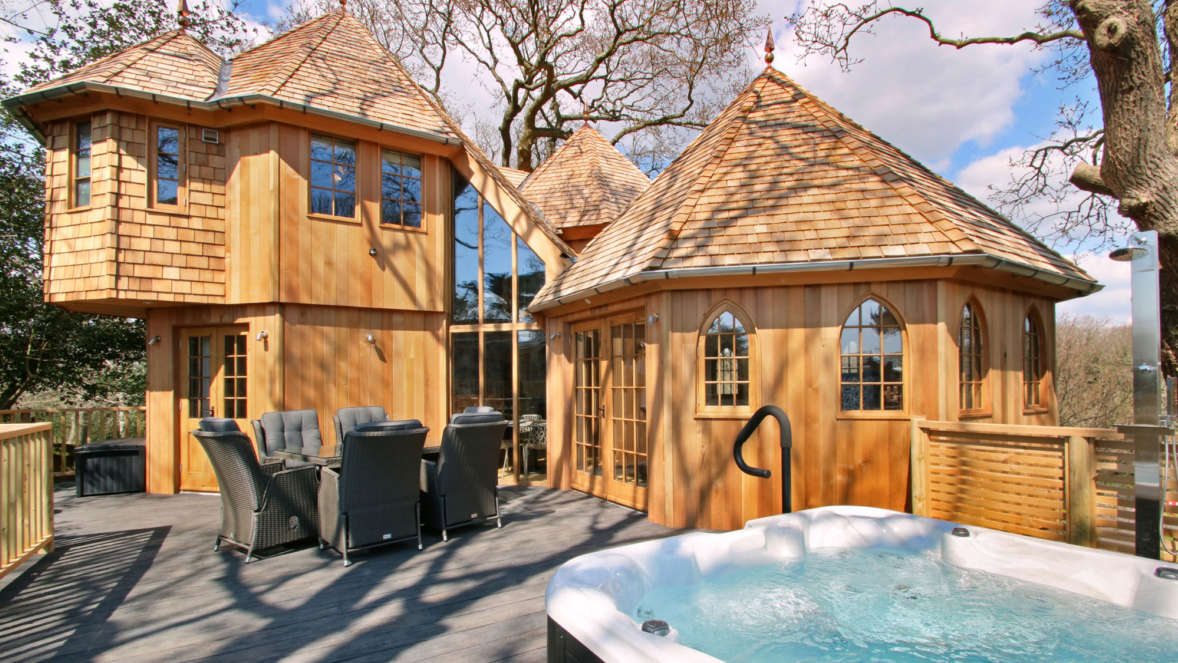 Silvertree house treehouse accommodation with hot tub Shorefield Holidays New Forest