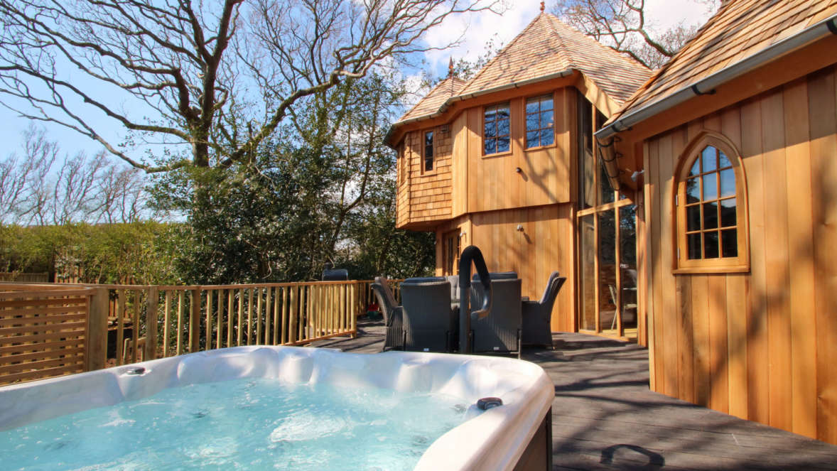 Silvertree house treehouse with hot tub in the New Forest with Shorefield Holidays