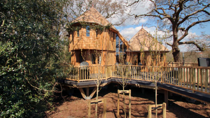 Silvertree house exterior treehouse accommodation in the New Forest with Shorefield Holidays