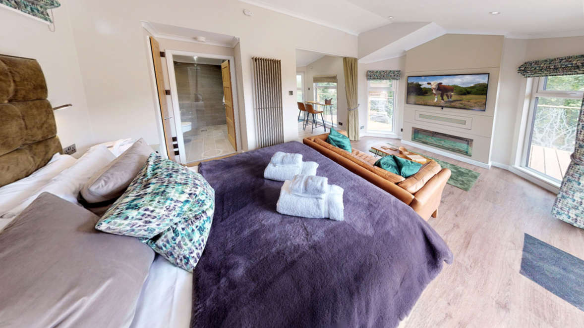The shrubbery treehouse accommodation bedroom lounge